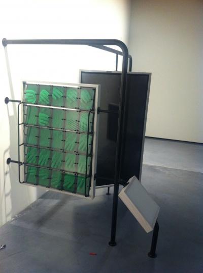 nobles del mobiliario y juegos diseados por el museo pompidou de pars dichos elementos incluan madera de haya cuero instalacin de bolas led